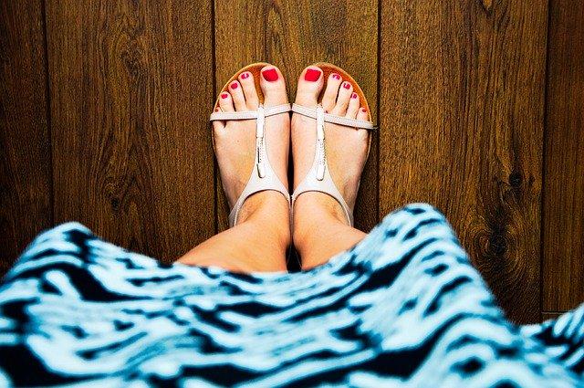 סנדלים לנשים בקיץ - חובה להשאיר את הרגל מאווררת