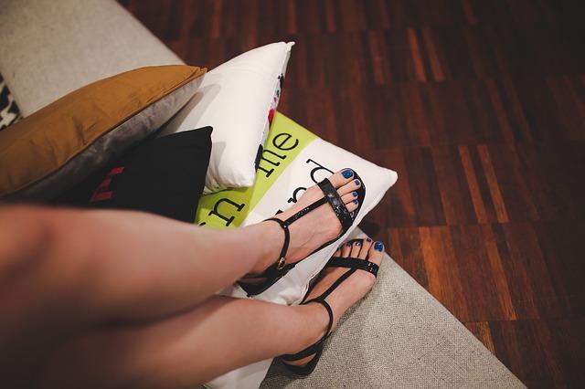 סנדלים לנשים – כיצד בוחרים סנדלים בצורה נכונה